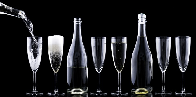 champagner-toasting-new-year-s-eve-drink-nostalgia