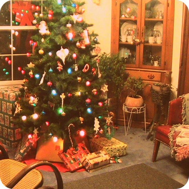 christmas-presents-tree-nostalgia