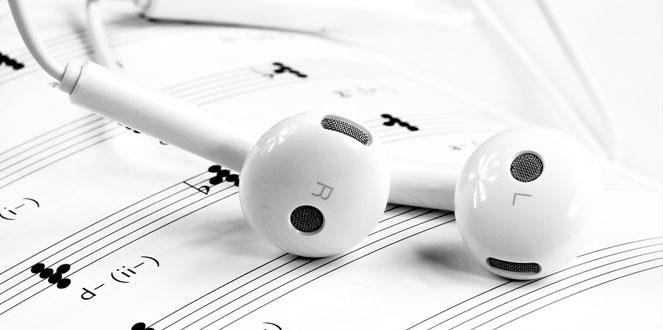 earbuds-nostalgia-diaries